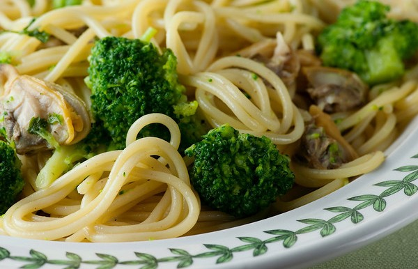 Spaghetti with Clams and Broccoli