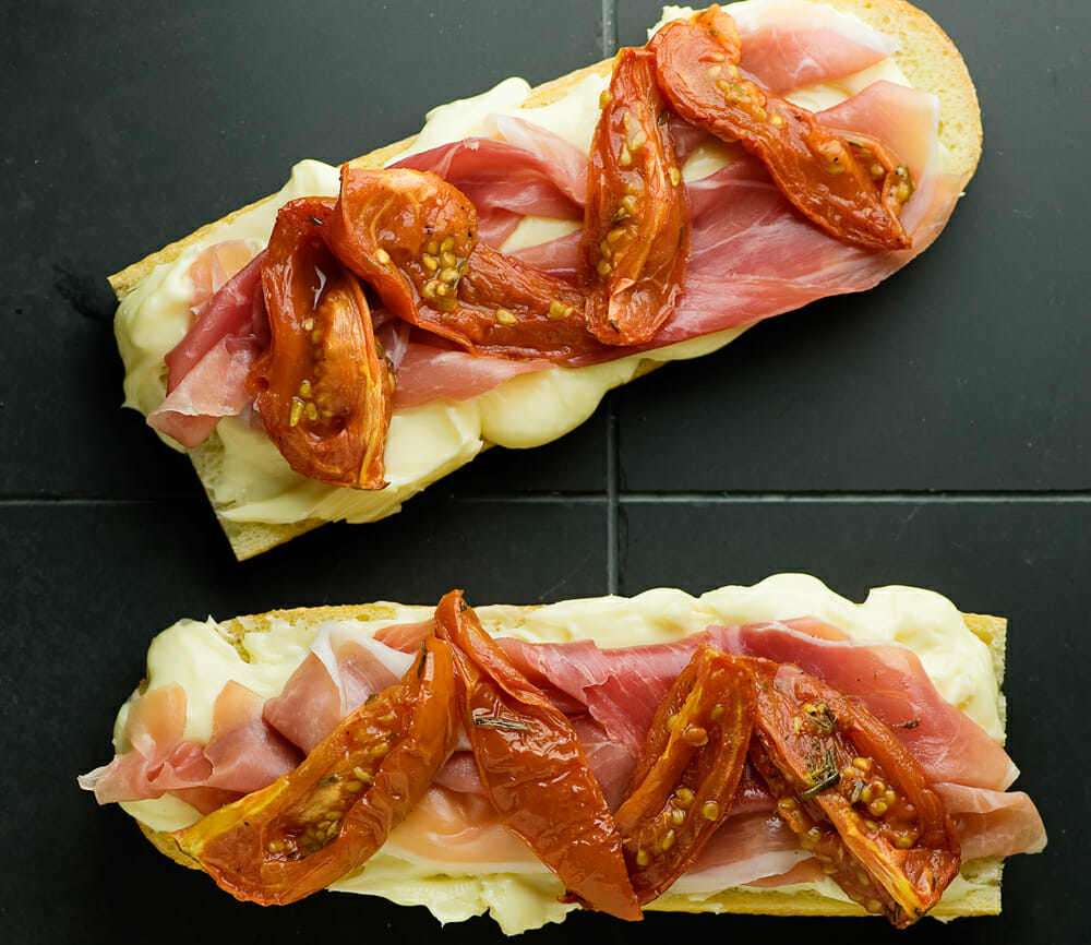 how to make brie, tomato and prosciutto sandwiches