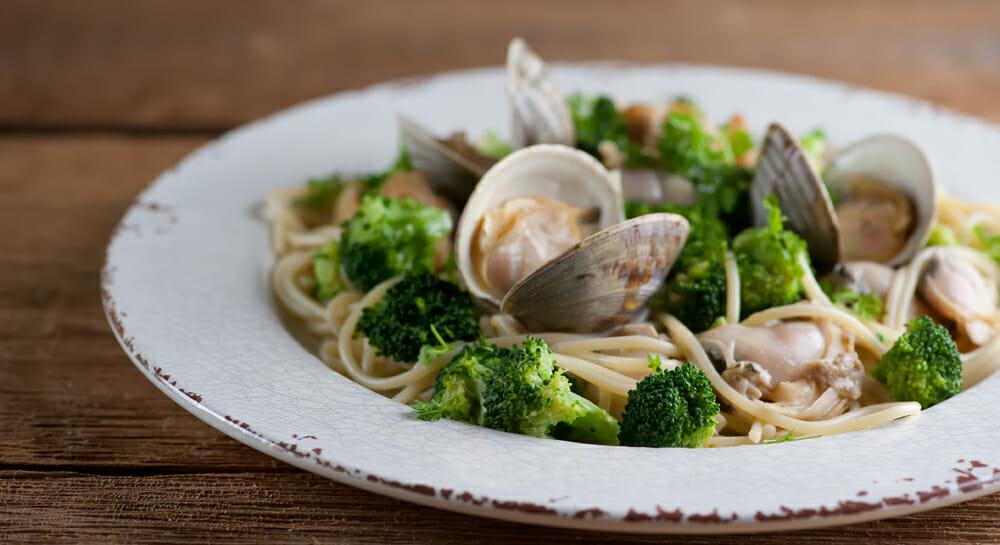 spaghetti with clams and brocolli