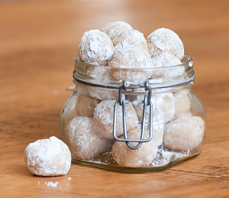 No Bake Rum Balls! - Framed Cooks