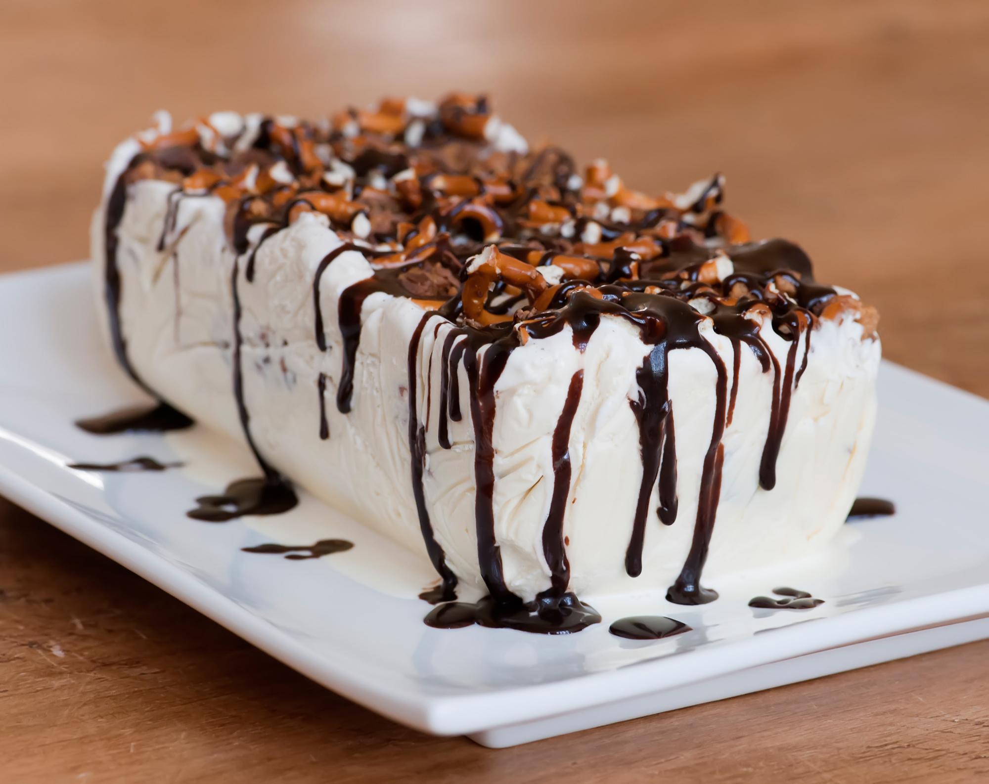 peanut butter pretzel ice cream cake