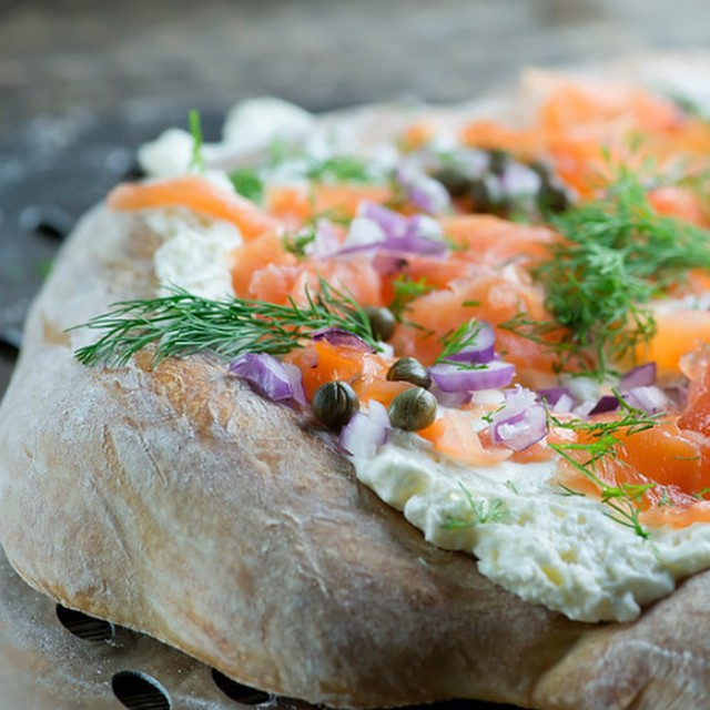 Smoked salmon and cream cheese pizza. #ontheblog now!