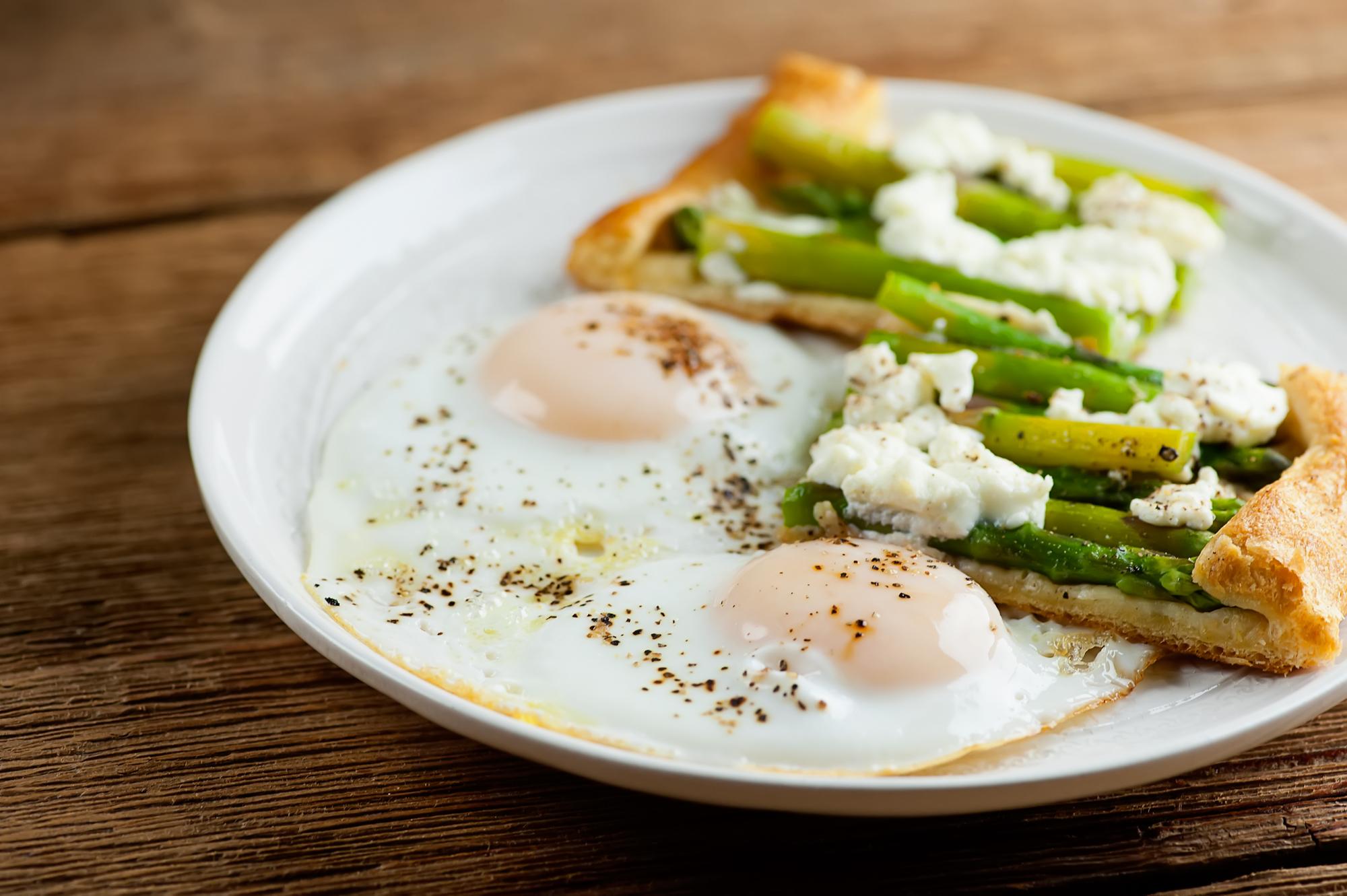 asparagus tart with eggs