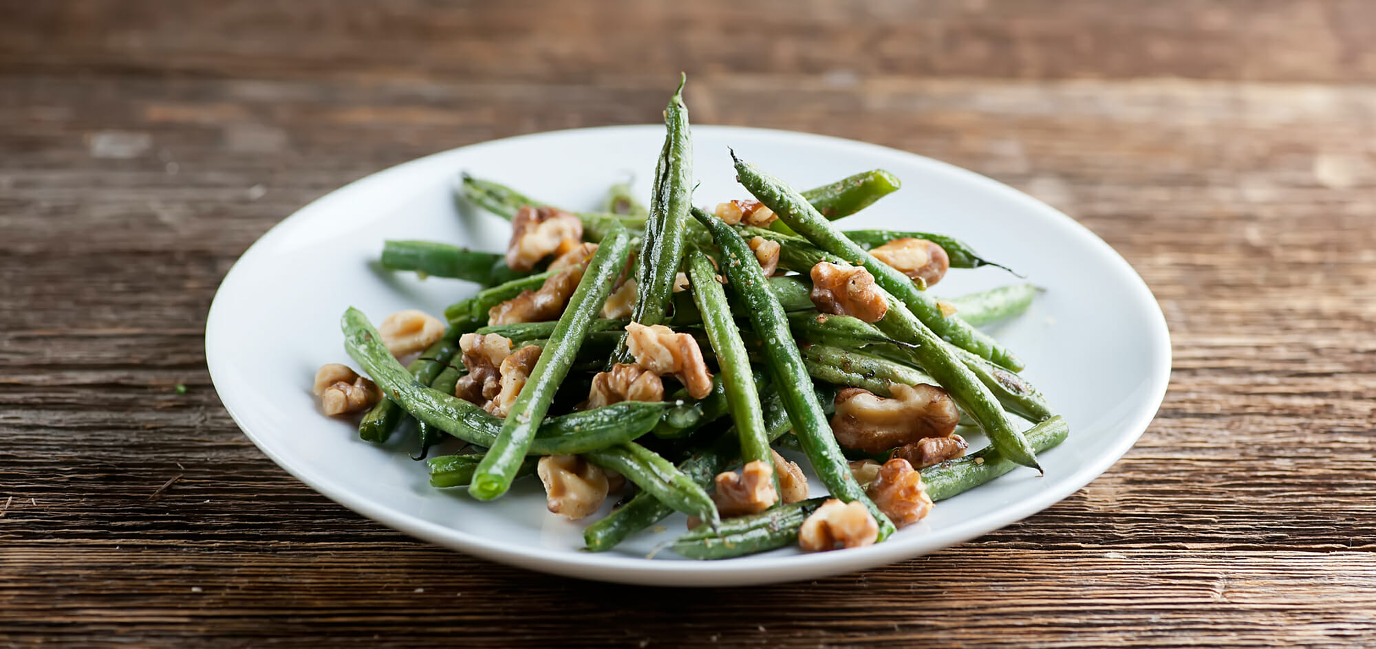 roasted string beans with walnuts