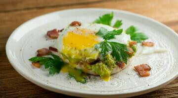easy bacon and egg avocado toast