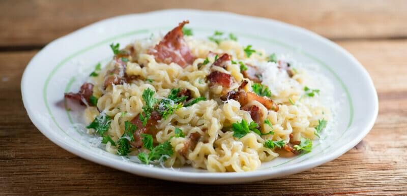 easy ramen pasta carbonara