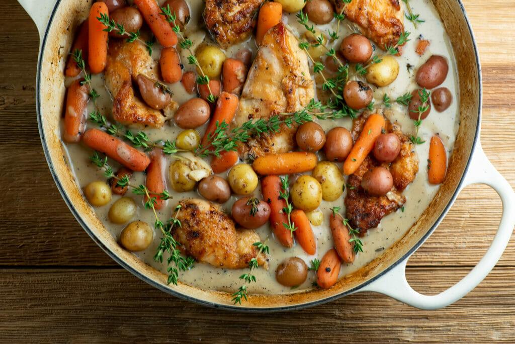 chicken and vegetables with milk gravy