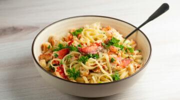 Lemon Garlic Lobster Pasta