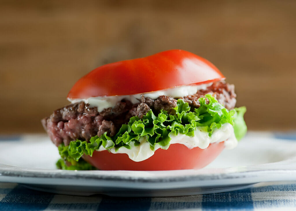 tomato bun burger